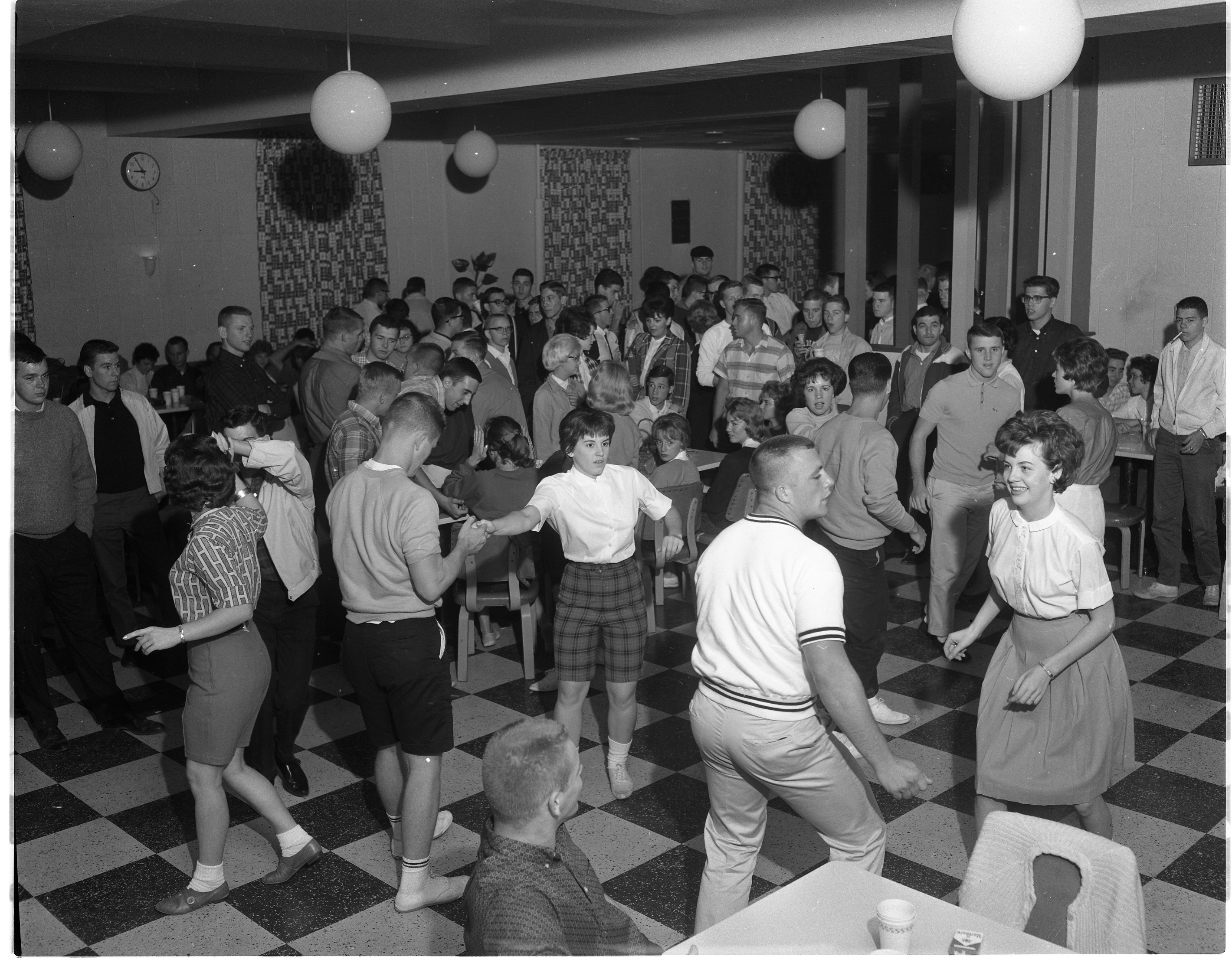 Students dance at the Student Union Grill