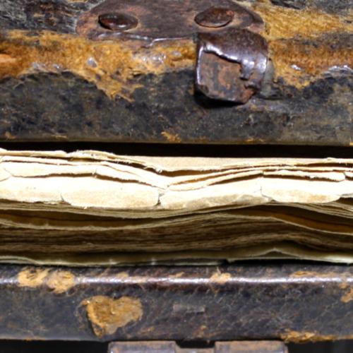 Metal, damaged clasp
